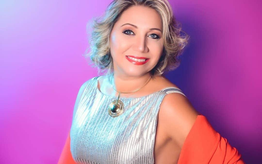 Vanderlize Belegante: Cansada do ramo de hotelaria, foi brilhar na Moda!